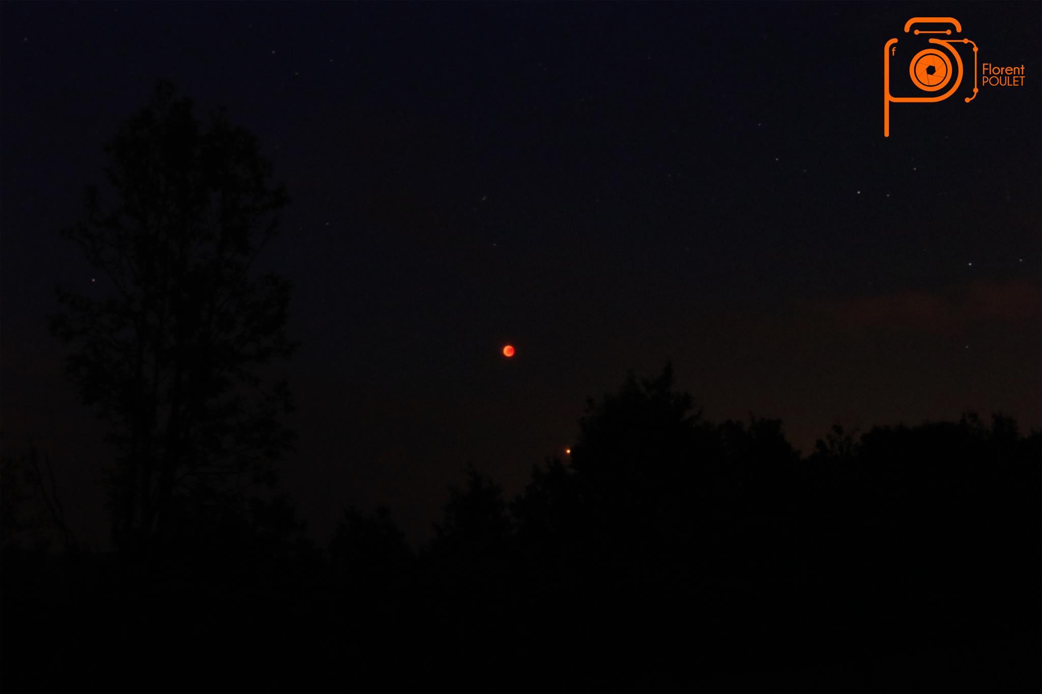 Eclipse lunaire et coucher de soleil à Puy d'Arnac 27.07.18